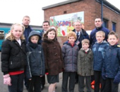 Photo: schoolchildren with the new mural