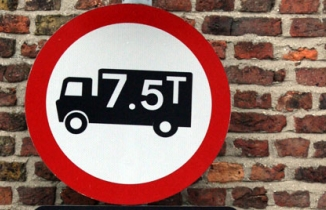 Sign: no lorries